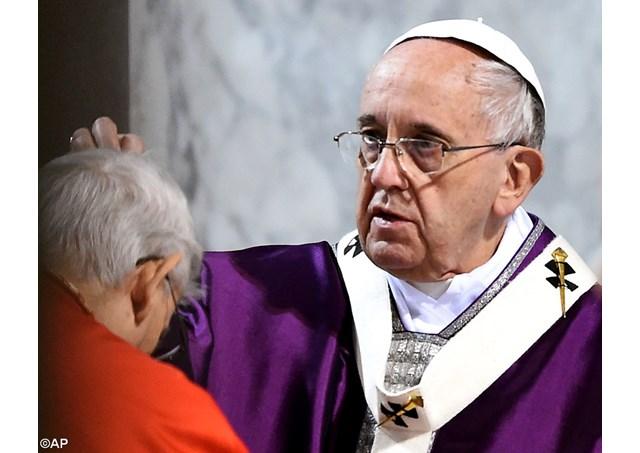 灰の水曜日:教皇、聖サビーナ教会で伝統の儀式
